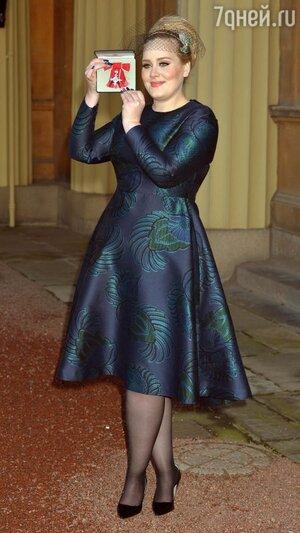 Принц Чарльз вручил певице Адель орден Британской империи