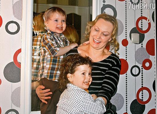 Тима и Андрей с моей мамой Наталией Ивановной