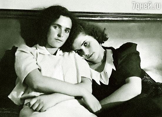 Со старшей сестрой Тамарой
