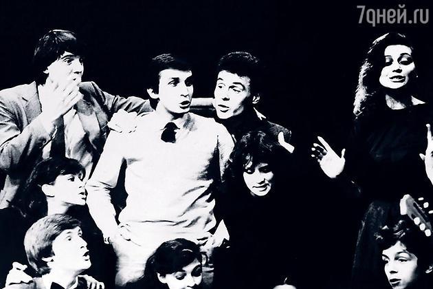 Сцена из курсового спектакля, 1984 год. Я — справа