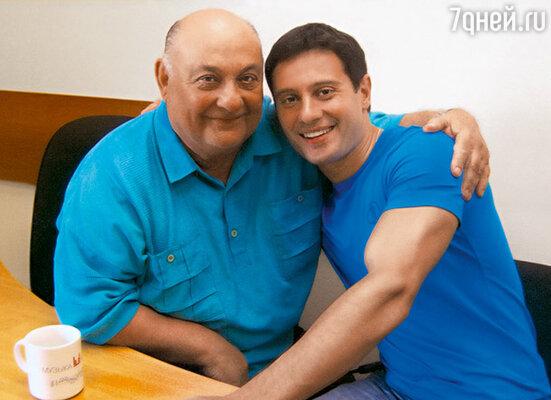 Антон с дедушкой,  народным артистом России Михаилом Капланом