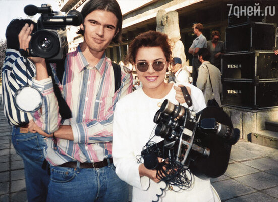 На телевидении я начинала в «Новостях», потом сделала цикл передач о зарубежных странах, много путешествовала