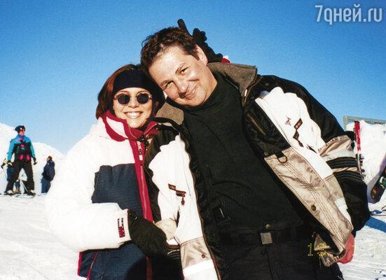 Дима официального предложения не делал, но пытался создать видимость семьи: мы вместе появлялись на каких-то мероприятиях, отдыхать ездили за границу. На фото: в Швейцарии, 2001 г.