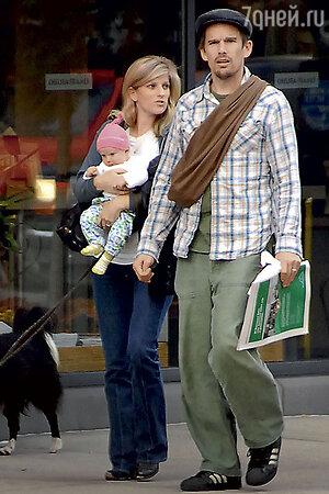 Итэн Хоук и Райан Шоухьюз с дочерью Клементиной