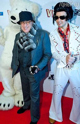 В фойе кинотеатра гостей развлекали Элвис Пресли и белый медведь. Александр Добровинский