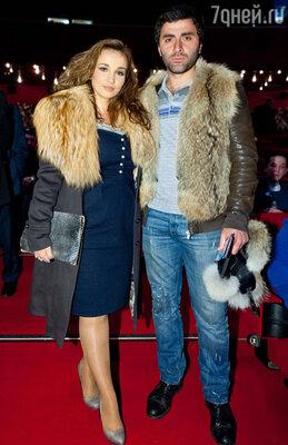 Анфиса Чехова и Гурам Баблишвили попали в пик вечерних пробок и появились в кинотеатре буквально за минуту до начала показа