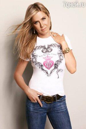 Дженнифер Энистон в рекламе футболки «Ключ к лечению», 2013