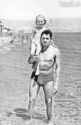 С отцом в Коктебеле. 1963 г.