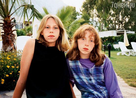 Наши дети: старшая Аня (слева) и младшая Оля