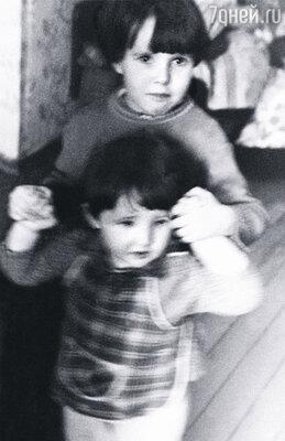 С младшим братом Сашей
