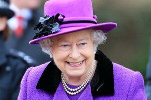 Елизавета II получила награду за роль «девушки Бонда»