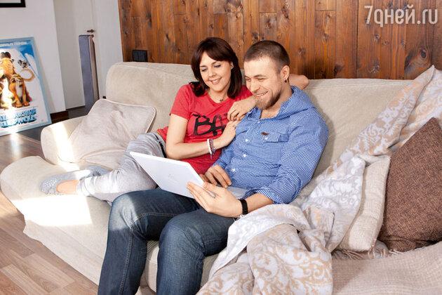 С родными и друзьями Ольга и Алексей общаются с помощью Интернета