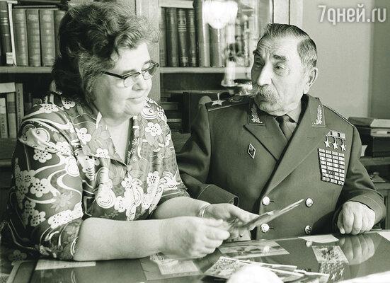 ...Любовь была очень большая: мой отец и мать обожали друг друга как ненормальные