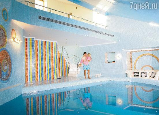 Бассейн в доме Ильи Ковальчука такой большой, что в нем впору проводить... Олимпийские игры!