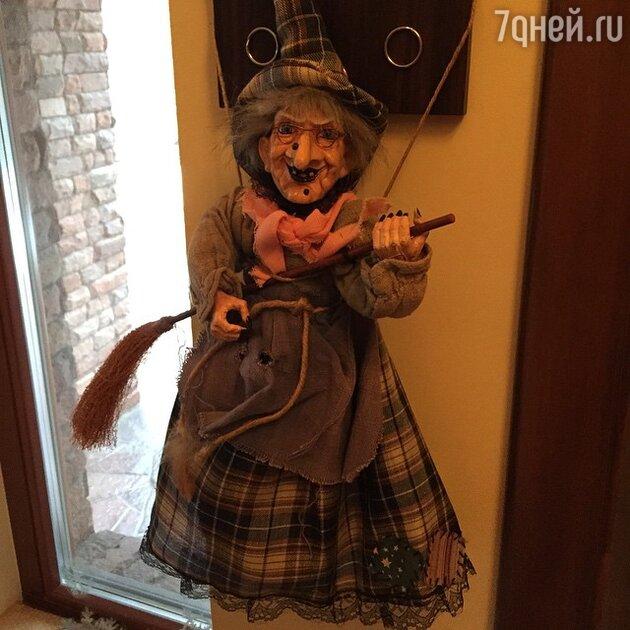 Лере Кудрявцевой подарили куклу ведьмы
