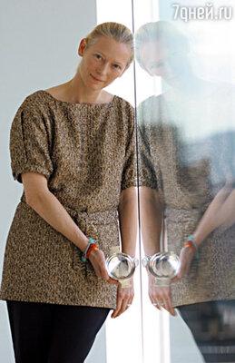 Тильда идеально воплощала представление Джармена о женской красоте: длинное белесое существо неопределенного пола