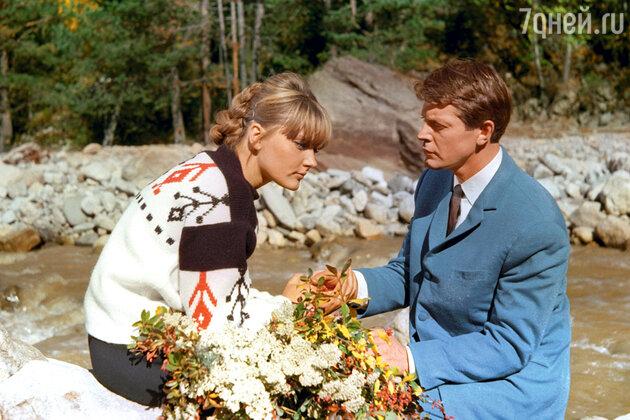 Марианна Вертинская с Олегом Стриженовым в фильме «Его звали Роберт». 1967 г.