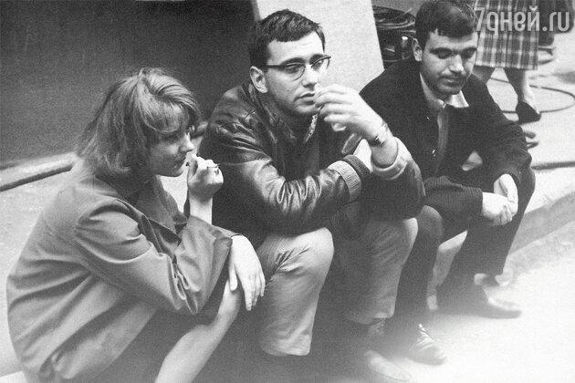 Марианна Вертинская, Андрей Кончаловский и Геннадий Шпаликов на съемках фильма «Мне двадцать лет». 1964 г.
