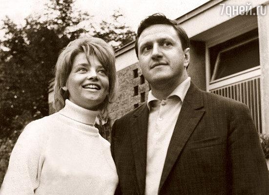 Мой первый муж, режиссер Юрий Чулюкин, был удивительно похож на Михаила Астангова