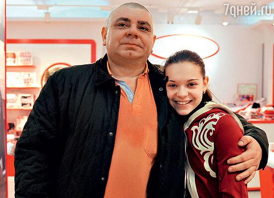 Отец Аделины Дмитрий Юрьевич много лет каждое утро возил дочь натренировки черезвсю Москву