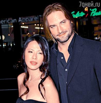 Джош Холлоуэй с супругой