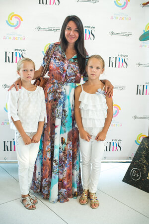 Ирина Чайковская с дочками Илоной и Эллой