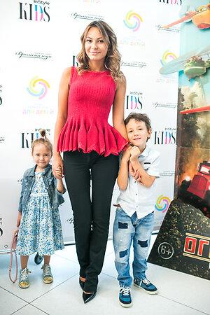 Инна Жиркова с сыном Димой и дочерью Миланой