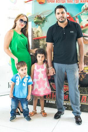 Александр Бердников с супругой Ольгой, сыном Марселем и дочерью Миланой