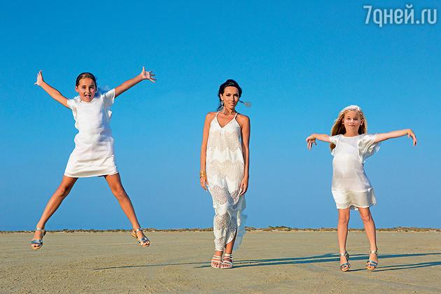 Алсу с дочками Микеллой и Сафиной