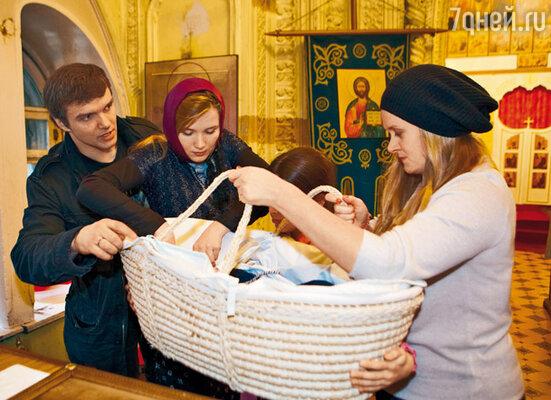 Анна Михалкова с крестником Орфеем