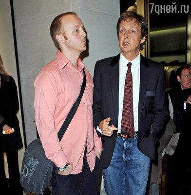 Сэр Пол Маккартни с сыном Джеймсом Маккартни