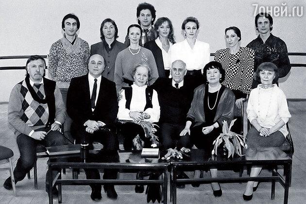Наталья Трубникова с педагогами балетного училища и однокурсниками