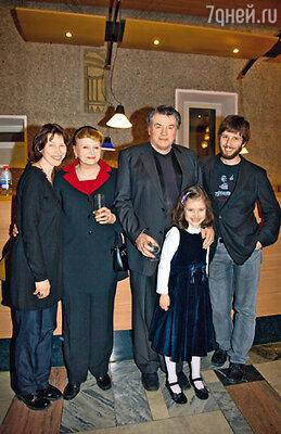 Александр Ширвиндт с женой Натальей Николаевной, невесткой Татьяной, внуком Андреем и правнучкой Асей