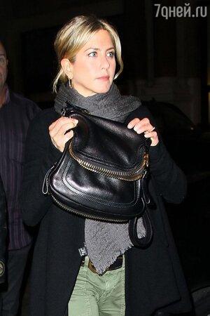 Дженнифер Энистон с сумкой от Tom Ford