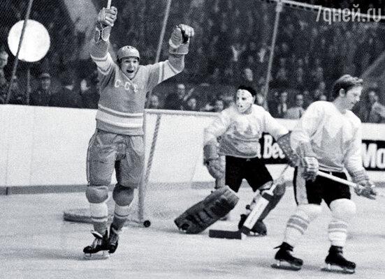 В полной мере порадоваться нашей победе в Суперсерии СССР — Канада отец не мог, его отстранили от руководства сборной
