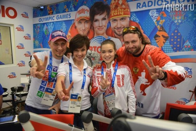 Ведущие радиошоу «Победа» и Аделина Сотникова
