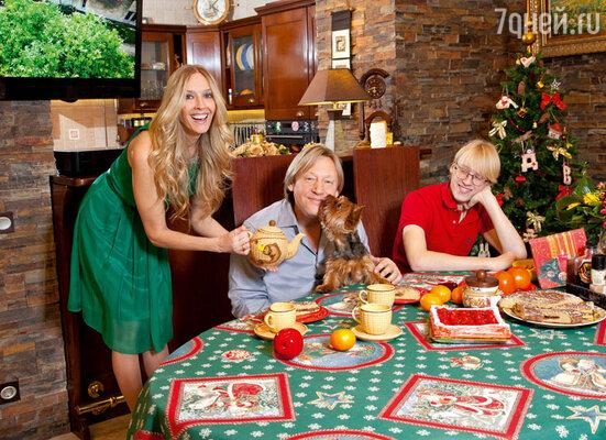 На праздничном столе у Харатьянов давно ужеотсутствует шампанское— все чокаются соками ибезалкогольными шипучками