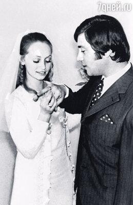Свадьбу мы справляли в Золотом зале «России». (Москва, 8 июня 1974 г.)