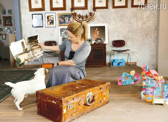 Самая ценная вещь в доме Александры — чемодан, с которым ее знаменитый дедушка вернулся в 1943 году в Россию из эмиграции