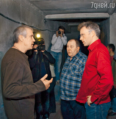 Актеры Сергей Гармаш и Владимир Гусев с режиссером-ирландцем Джонни О'Райлли