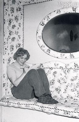 Об Орловой рассказывали, что она была великолепной хозяйкой, об их уютном доме воВнукове ходили легенды. Ноонасовершенно не умела готовить... 1955 г.