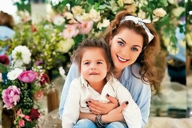 Кристина Кузьмина с дочерью
