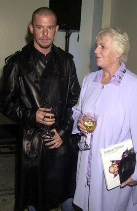 Из всей своей семьи Александр поддерживал отношения только с матерью Джойс (на фото), с отцом он долгие годы не разговаривал