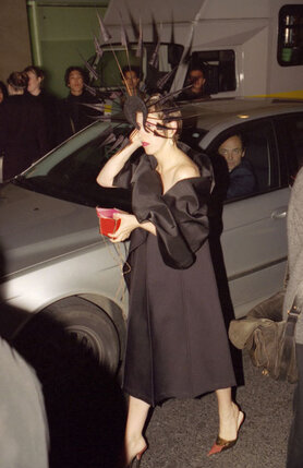 Изабелла Блоу была одной из самых влиятельных законодательниц моды не только в Англии, но и в Америке. В Лондоне ее появления на показах ждали не меньше, чем самих показов