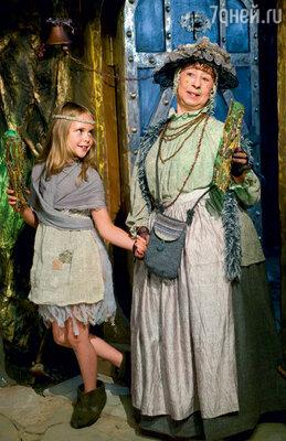Помню первую роль дочки - она сыграла Дюймовочку в одноименном фильме Леонида Нечаева. Таня с Лией Ахеджаковой
