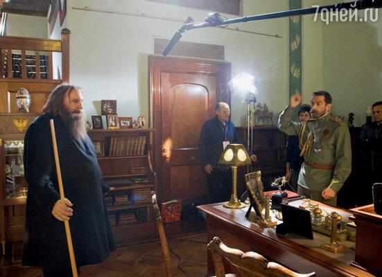 По сюжету фильма задушевные беседы между русским царем и Гришкой Распутиным велись не только на официальных приемах, но и...