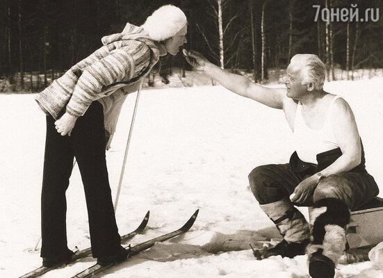 У Нины Евгеньевны всегда на первом месте был муж. Она своим примером и меня учила...  (Нина Меньшикова и Станислав Ростоцкий на Валдае)