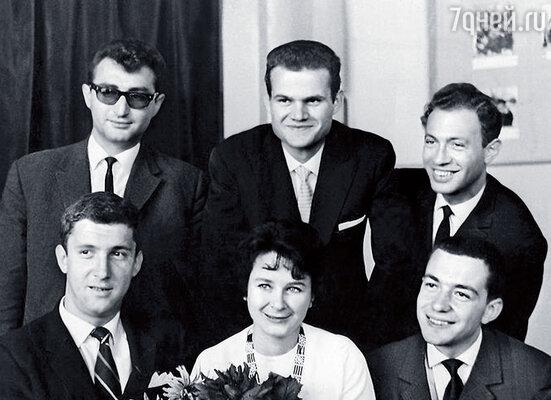 Ансамбль «3+2». Мой тогдашний муж Леонид Гарин во втором ряду справа