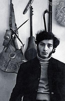 Андрей учился в консерватории, подавал большие надежды как пианист