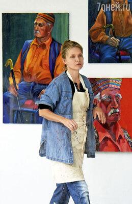 «У меня есть масса увлечений помимо кино. Например, я рисую. Портреты — моя специализация»